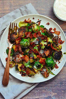 Keto brussel sprouts with bacon and garlic