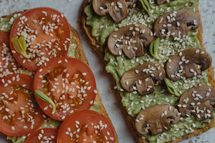 Low carb keto snacks made from vegetables and keto bread